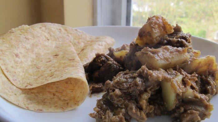 Alu Gosht Kari ( Curry van sucade en aardappel)
