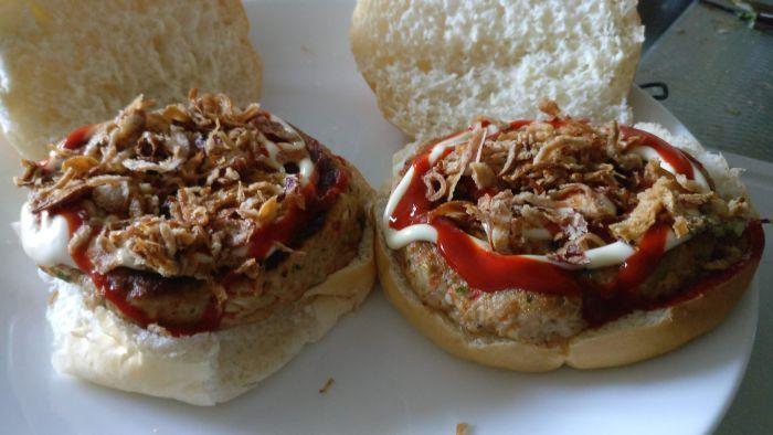 Broodje gestoomde kipburger