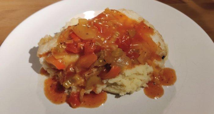 Kabeljauw met Creoolse saus en aardappelpuree