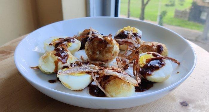 Thaise eieren in tamarindesaus